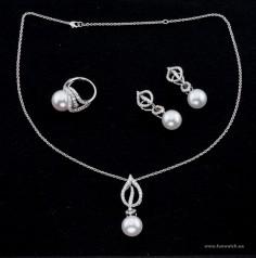 Mikimoto » Jewellery » Laurel » Mikimoto 18ct White Gold Akoya Pearl & Full Diamond Laurel Set