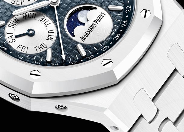 Audemars-Piguet-Royal-Oak-Perpetual-Calendar-White-Ceramic-aBlogtoWatch-4