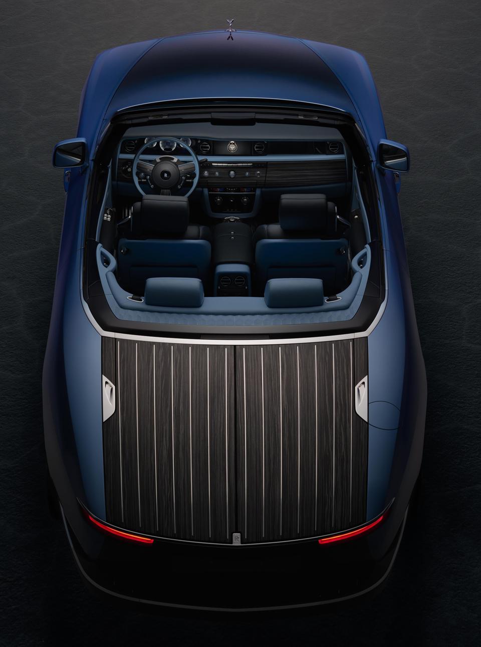 Rolls-Royce-Boat-Tail-rear-aerial