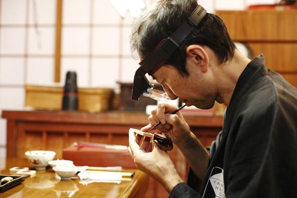 """Chopard-L.U.C-XP-Urushi-""""Year-of-the-Monkey""""-Edition---Master-Minori-Koizumi-finalizing-Chop"""