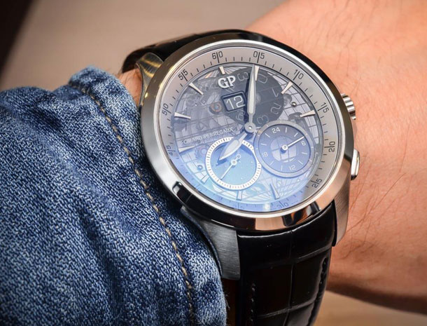 Girard-Perregaux-Traveller-Large-Date-Moonphase-GMT-sapphire-dial-2