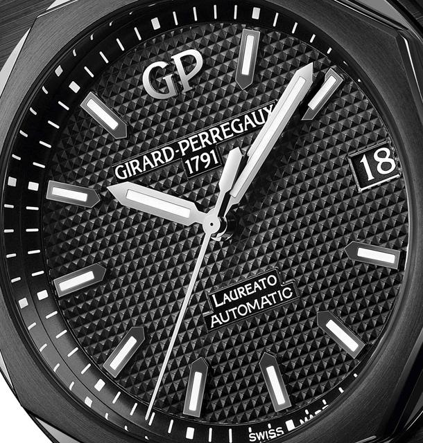 Girard-Perregaux-Laureato-42mm-Black-Ceramic-3