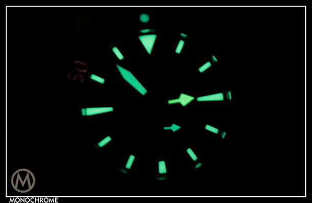 girard-perregaux_sea_hawk_1000m_lume_1.