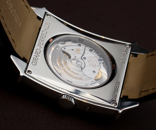 Girard-Perregaux-1945-moon-phase-transparent-3