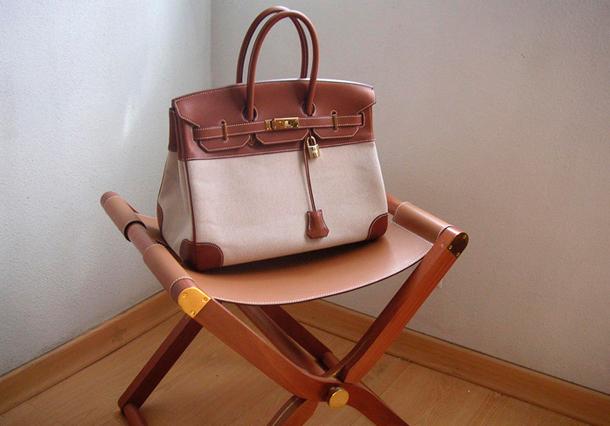 12e38511f9ff ... нее в гардеробе можно насчитать несколько десятков этих сумок различных  моделей, цветов и размеров. Говорят, коллекция сумок от Hermes звезды  достигает ...