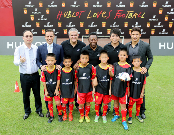 group-photo-with-kid-players