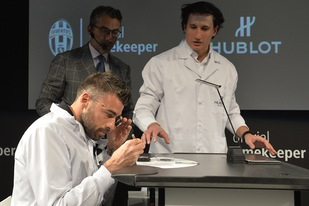 andrea-barzagli-trying-himself-at-a-watchmaker-lapresse
