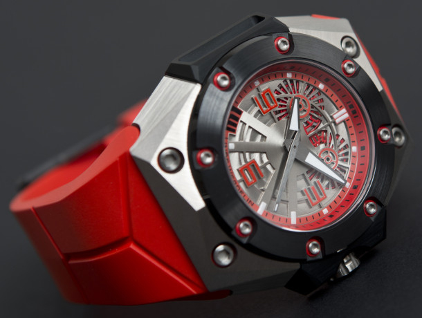 Linde-Werdelin-Oktopus-II-Double-Date-Titanium-Red-on-side