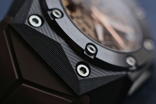 linde-werdelin-oktopus-moon-carbon-case