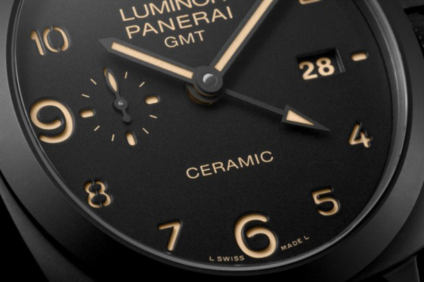 panerai-pam441-dial-close