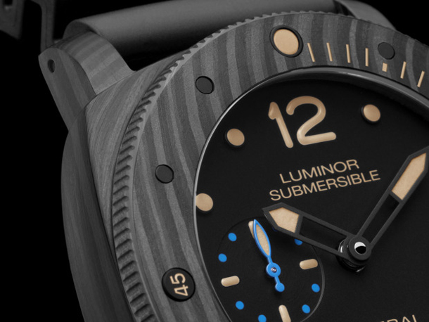 Panerai-PAM-616-Luminor-Submersible-1950-Carbotech-case-and-dial-detail