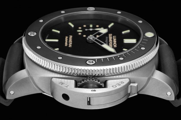 Panerai-PAM-389-Amagnetic-Luminor-Submersible-Sideview